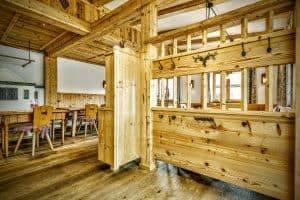 Gaststube aus Holz, Referenz Projekt in Reit im Winkl - Holzbau Alpin Zimmerei und Innenausbau