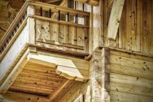 Holzbau und Zimmerei Projekt mit viel Liebe zum Detail - Holzeingang eines Familienhauses in Reit im Winkl - Holzbau Alpin Zimmerei und Innenausbau